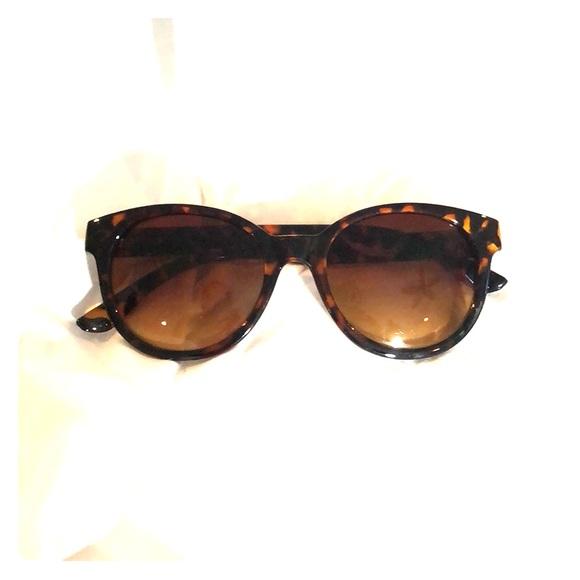a315e5e87e Oscar de la Renta Accessories   Orangeblack Sunglasses 1232ce   Poshmark
